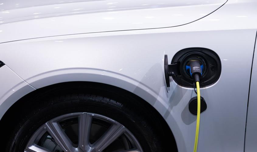 Plug-In-Hybrid schnell und sicher laden